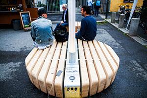 e-benk -en parkbenk med lading og WiFi