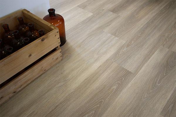 Høstens nye NG designgulv heter Pale Oak og Elegant Oak